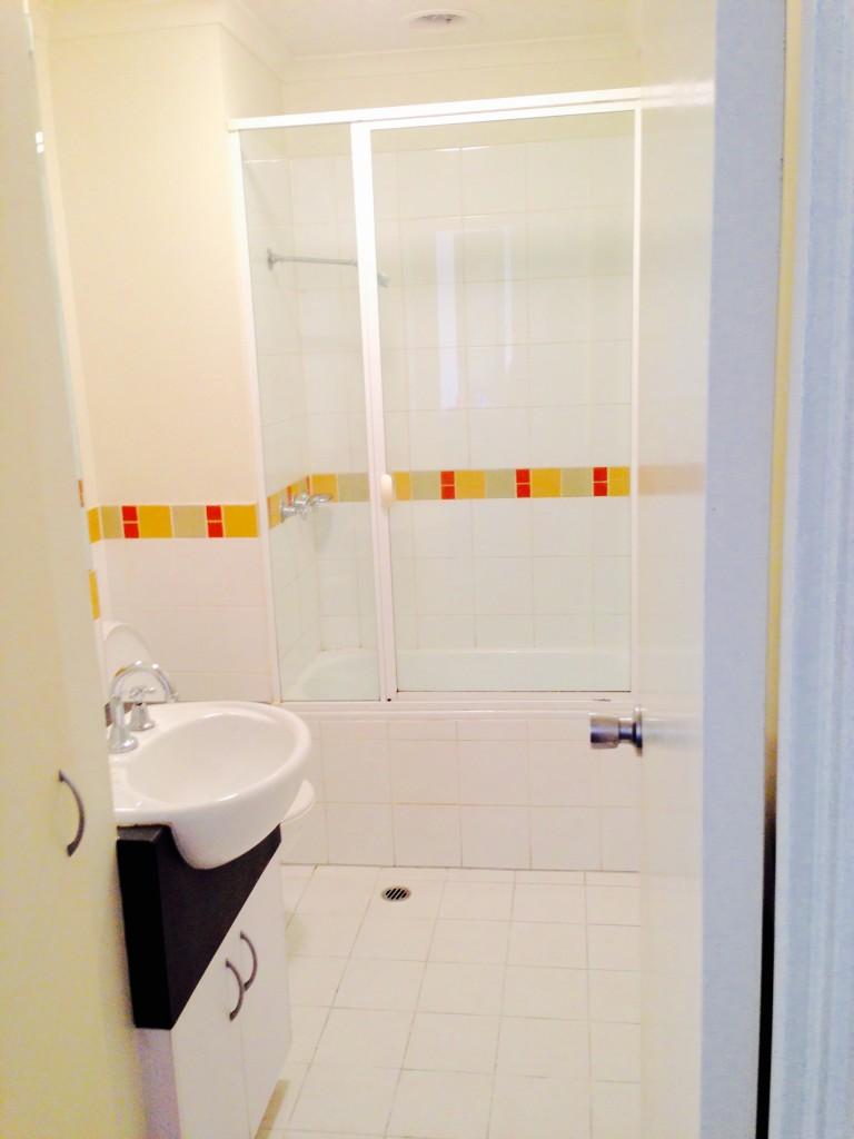 620-238 bathroom 2